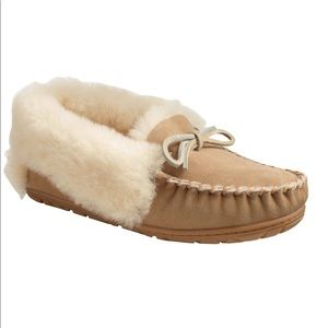 LL BEAN Women's Wicked Good Moccasins 6
